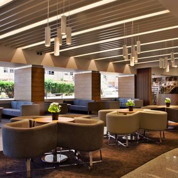 Lobby Hotel Ramada by Wyndham Lisbon