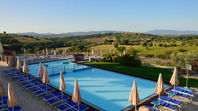 Zwembad Borgo Magliano Resort