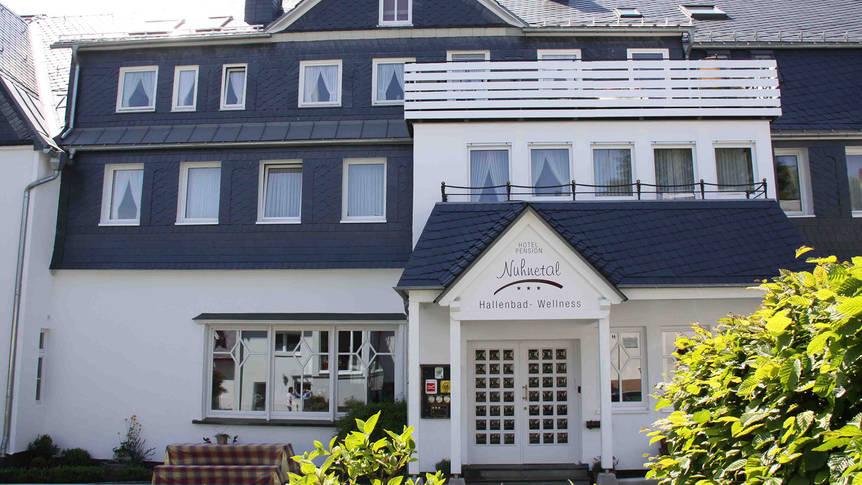 Buitenaanzicht Hotel Nuhnetal