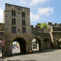 York stadsmuur met poort