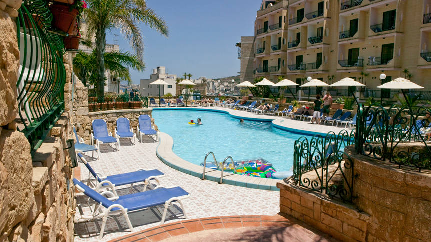 Buitenzwembad Porto Azzurro Aparthotel