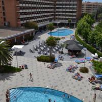 Zwembaden bij het hotelgedeelte