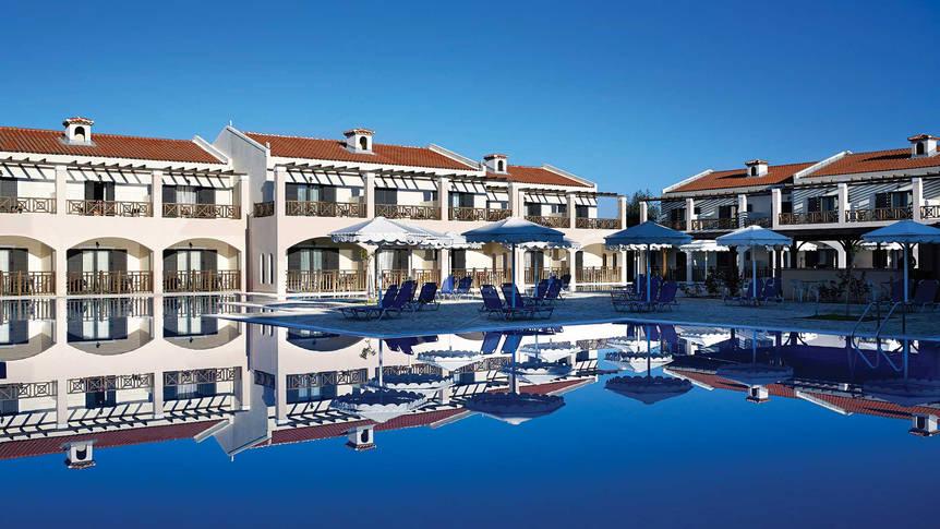 Zwembad Roda Beach Resort & Spa