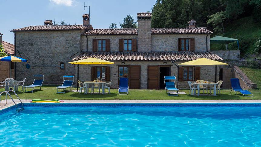 Appartementen met zwembadzicht Agriturismo Monte Acuto