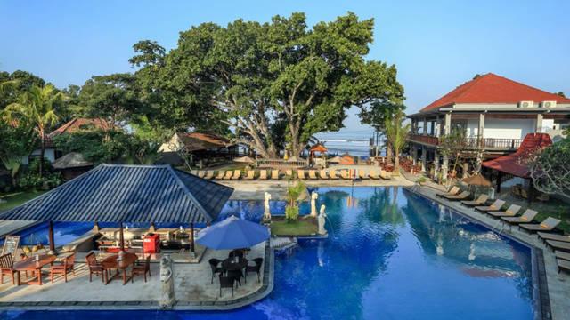Zwembad Puri Saron Hotel