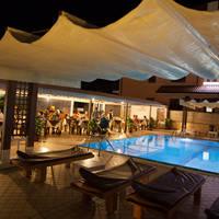Restaurant bij het zwembad
