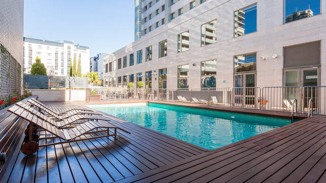Zwembad Hotel Ilunion Valencia 4