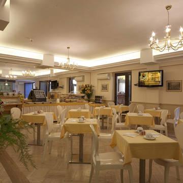 Ontbijtruimte Hotel Galileo