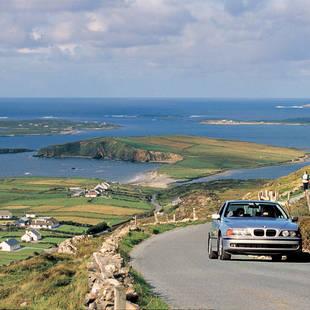 Auto langs kust