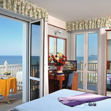 Voorbeeld kamer met zeezicht Hotel De France
