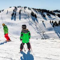 Skiënde kinderen