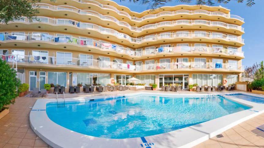 zwembad Hotel Volga