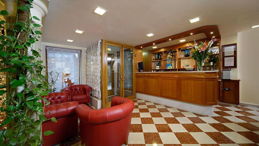 Receptie Hotel Commercio e Pellegrino