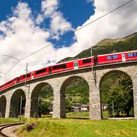 Busreizen 12-daagse busreis, Savognin Zwitserse treinen in Graubünden in Savognin (Graubünden, Zwitserland)