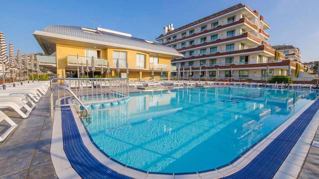 Zwembad Hotel Checkin Sirius