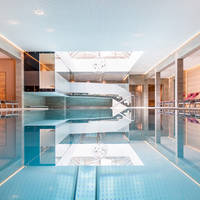Binnen zwembad