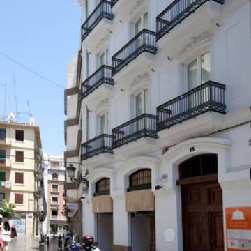 Voorzijde Hostal Cosy Rooms Ebajador