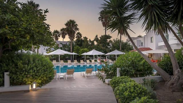 Zwembad Alexandra Beach Hotel