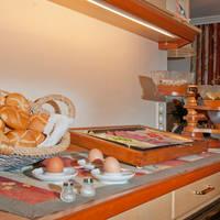 Ontbijtbuffet (foto multivisualart.com – Martin Raffeiner)