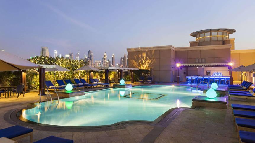 Zwembad Crowne Plaza Dubai Jumeirah