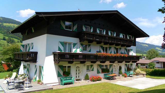 Buitenaanzicht  Appartementen Christine Brixen