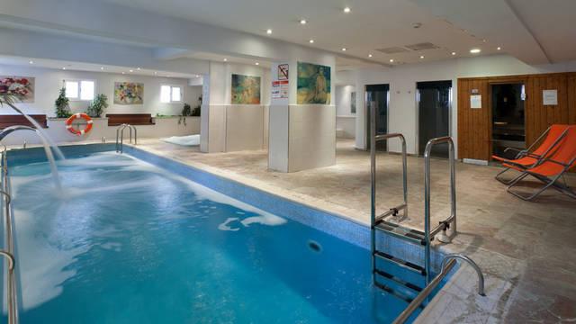 Binnenzwembad Hotel Armadams