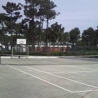 Tennis- en basketbalveld