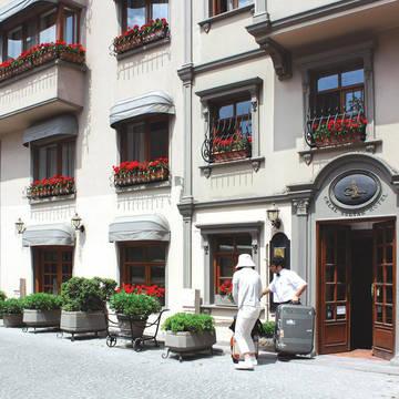 Voorzijde Hotel Celal Sultan