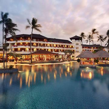 zwembad in de avond Nusa Dua Beach Hotel & Spa