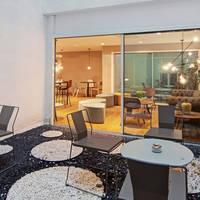 Lounge met terras