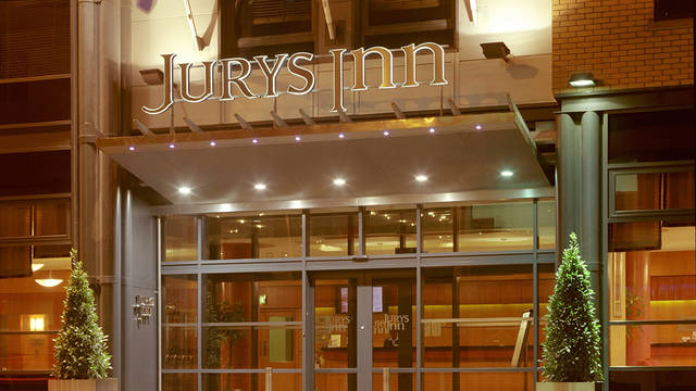 Voorzijde Hotel Jurys Inn Parnell
