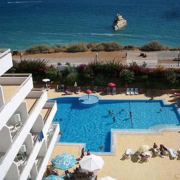 Uitzicht op zwembad en zee Hotel Luar