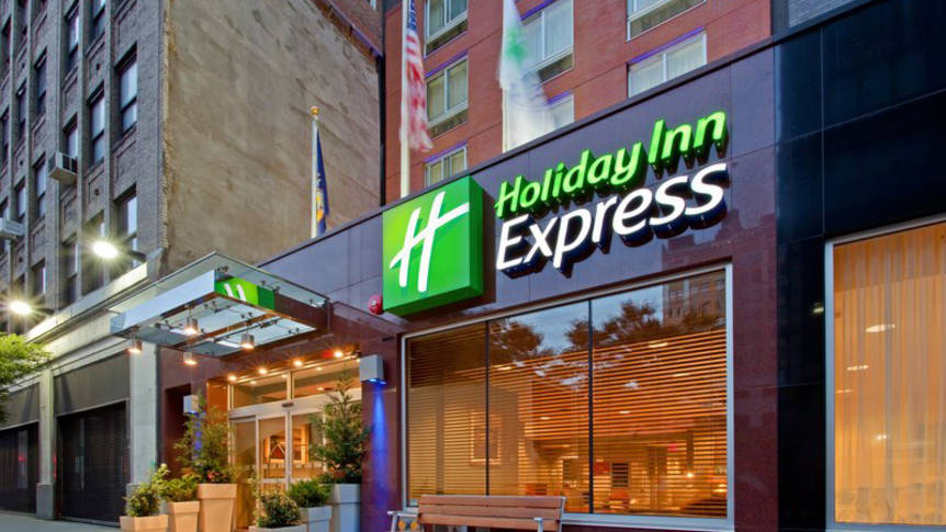 Voorzijde Hotel Holiday Inn Express Times Square