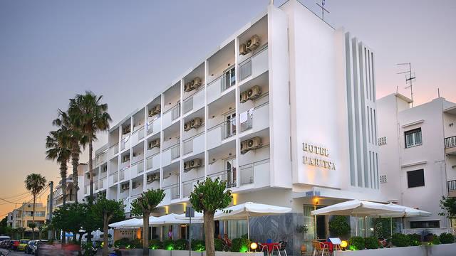 Paritsa - Buitenaanzicht Hotel Paritsa