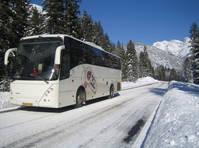 Touringcar in de sneeuw