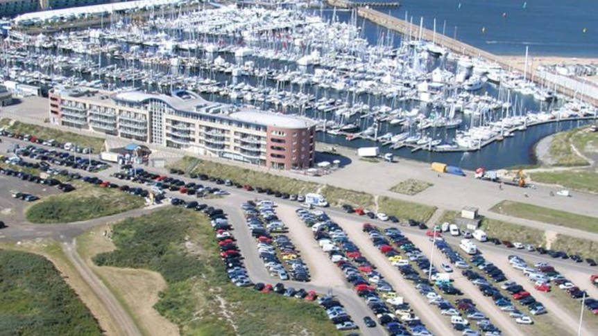 Luchtopname 3-daags arrangement 'Uitwaaien aan de kust' - Leonardo Hotel IJmuiden Seaport Beach