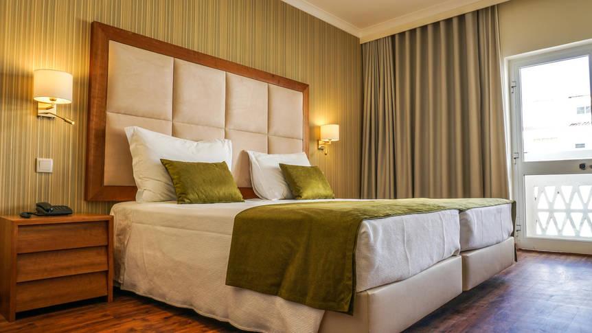 Voorbeeld slaapkamer Baia Beach Hotel
