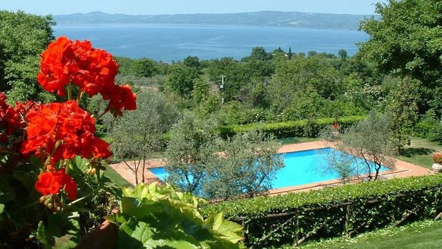 Buitenzwembad La Riserva Montebello