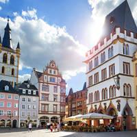 AdobeStock_86290749 Trier – Hauptmarkt mit Sankt Gangolf und Steipe
