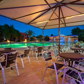 Terras 's avonds Appartementen Colina Village