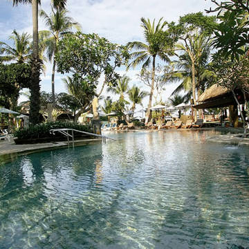 Garden pool Legian Beach Hotel