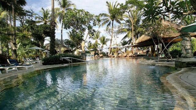 Garden pool Legian Beach Hotel