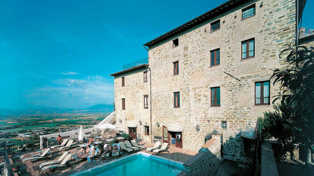 buitenkant met zwembad Relais La Corte di Bettona