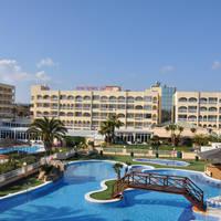 Zwembad en gebouwen
