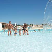 Zwembad waterval sfeer