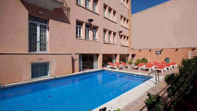 Buiten zwembad Hotel Armadams