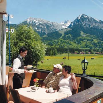 Terras met gasten Sonnenbichl Hotel Am Rotfischbach