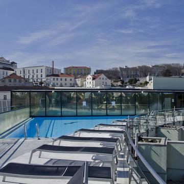 Terras met zwembad VIP Executive Eden Aparthotel (appartementen)