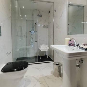 Badkamer- classic kamer Hotel Roma Luxus