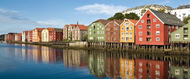 Trondheim - Oude pakhuizen aan het water